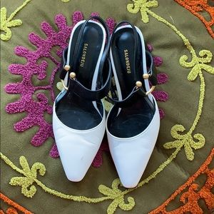 SALONDEJU Black & White SlingBack Block Heel
